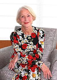 優雅に微笑むヘレン・ミレン「黄金のアデーレ 名画の帰還」