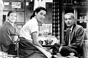 「東京物語」の一場面(左から) 東山千栄子さん、原節子さん、笠智衆さん「東京物語」