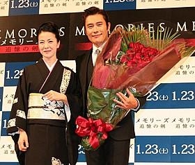 2016年の再来日を誓ったイ・ビョンホン(右)と坂本冬美「メモリーズ 追憶の剣」