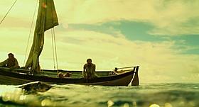 意気揚々と海に出た一行だったが、白鯨に遭遇し絶体絶命に「白鯨」
