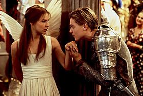 「ロミオ&ジュリエット」(1996)の一場面「スパイダーマン」