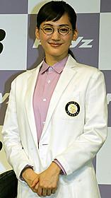 白衣にメガネの教授スタイルで登場した 綾瀬はるか「海街diary」