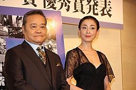 司会の西田敏行と宮沢りえ「海街diary」