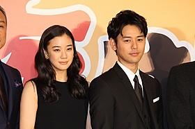 共演した蒼井優と妻夫木聡「家族はつらいよ」