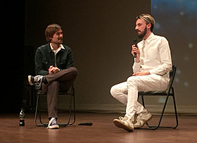 ドン・ハーツフェルト(左)とデビッド・オライリー「明日の世界」