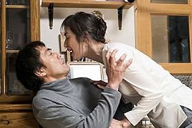 夫婦役に挑んでいる阿部寛と天海祐希「恋妻家宮本」