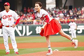 初の単独始球式を経験した前田敦子「モヒカン故郷に帰る」