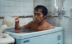 大ヒット映画を想起させる阿部寛の入浴シーンも!「海よりもまだ深く」