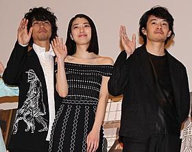 舞台挨拶に出席した(左から)斎藤工、成海璃子、池松壮亮「無伴奏」