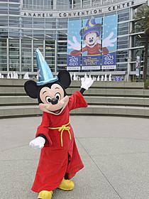 D23 EXPOに登場したミッキーマウス「スター・ウォーズ フォースの覚醒」