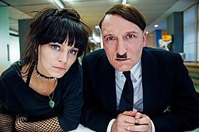 アドルフ・ヒトラーがインターネットを駆使「帰ってきたヒトラー」