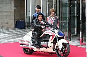 45周年を迎え感慨にひたった藤岡弘、と西銘駿、山本涼介「仮面ライダー1号」