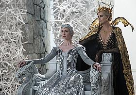 「スノーホワイト 氷の王国」の一場面「スノーホワイト 氷の王国」