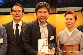 是枝裕和監督(中央)「ワンダフルライフ」