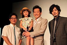 (左から)ハン・サンヒ監督、扇長虹心ちゃん、 辰巳琢郎、久保田悠来「絶壁の上のトランペット」