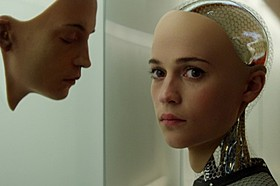 オスカー女優のアリシア・ビカンダーが存在感を発揮「エクス・マキナ」