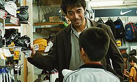 阿部寛が演じるダメ親父の本編映像「海よりもまだ深く」