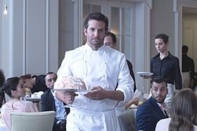 料理の特訓に励み天才シェフになりきった「二ツ星の料理人」