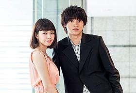 インタビューに応じた二階堂ふみと山崎賢人「オオカミ少女と黒王子」