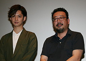 舞台挨拶に立った千葉雄大と中村義洋監督「殿、利息でござる!」
