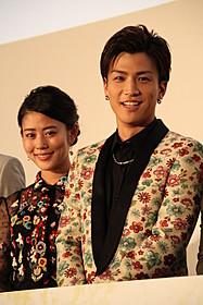 舞台挨拶を盛り上げた岩田剛典と高畑充希「植物図鑑 運命の恋、ひろいました」
