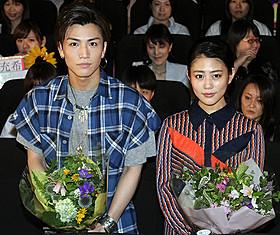 舞台挨拶に立った岩田剛典と高畑充希「植物図鑑 運命の恋、ひろいました」