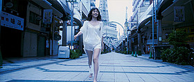 前田敦子が大胆な姿を次々と見せるミュージックビデオ「さよなら歌舞伎町」