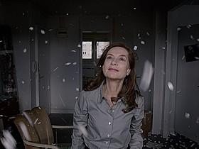 イザベル・ユペール主演「アスファルト」の一場面「愛と死の谷」