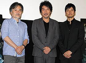 17年ぶりのそろい踏みとなった(左から) 黒沢清監督、役所広司、西島秀俊「CURE」