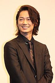 舞台挨拶に立った綾野剛「日本で一番悪い奴ら」