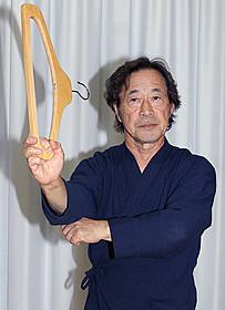ハンガーヌンチャクを披露した武田鉄矢「刑事物語」
