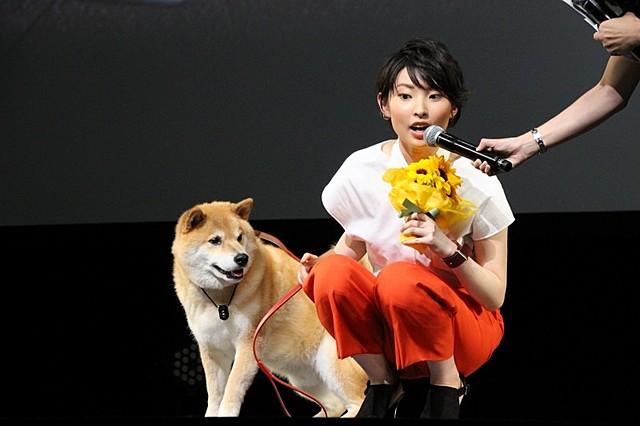 愛犬家の家入レオ、「ペット」テーマソングを初披露!人気の「柴犬まる」とも相性ピッタリ