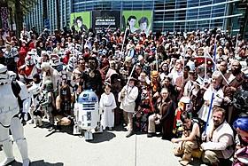 2015年開催のアナハイム会場で盛り上がるファン「スター・ウォーズ」