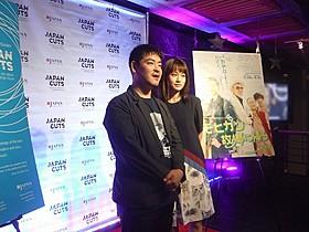 前田敦子(右)と沖田修一監督「モヒカン故郷に帰る」