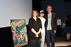 (左から)ジャネット・ピアソン、 編集者/ライターの門間雄介氏、ジョン・ピアソン「6才のボクが、大人になるまで。」