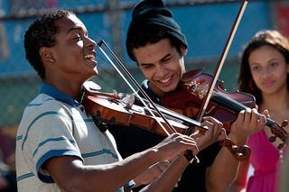「ストリート・オーケストラ」の一場面「ストリート・オーケストラ」