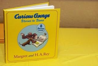 好奇心いっぱいの小猿と黄色い帽子のおじさんの冒険を描く「シュレック」