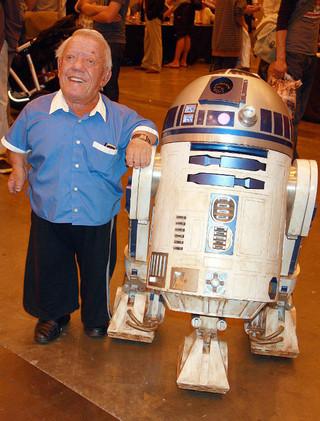 R2-D2を演じた英俳優ケニー・ベイカーさん「スター・ウォーズ」