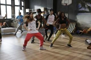 8名のトップダンサーが連携技を見せる「ハートビート」