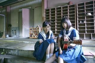原菜乃華(左)と吉田凛音「はらはらなのか。」
