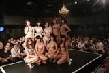 杉原杏璃の自伝的映画「and LOVE」の撮影に豪華グラドル勢が水着で集合