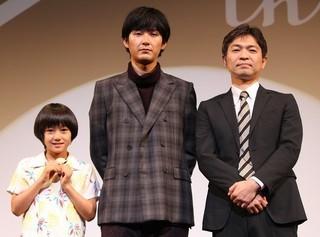 舞台挨拶に立った(左から)大西利空くん、 松田龍平、企画・脚本の須藤泰司「ぼくのおじさん」