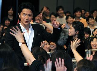 ファン800人の歓声を浴びた 福山雅治と共演の二階堂ふみ「SCOOP!」