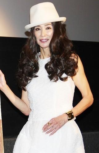 恋愛観を語った萬田久子「白い帽子の女」