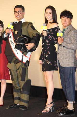防爆スーツ姿の中井貴一とミニワンピで 登壇した長澤まさみ、濱田岳ら「グッドモーニングショー」