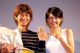 壇上で結婚を報告した 深川栄洋監督&宮澤美保「お元気ですか?」
