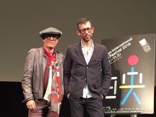 ジョアン・ペドロ・ロドリゲス監督(右)と 脚本家のジョアン・ルイ・ゲーラ・ダ・マタ「鳥類学者」