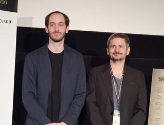アドリアン・シタル監督(右)と、 主演のトゥドル・アロン・イストドル