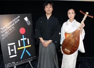 弁士を務めた片岡一郎と 伴奏の琵琶奏者・川嶋信子「忠臣蔵(1958)」