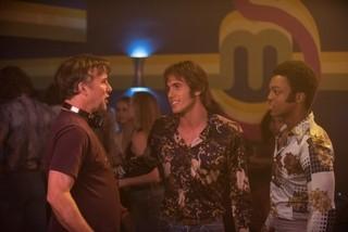 撮影中のリチャード・ リンクレイター監督(写真左)「エブリバディ・ウォンツ・サム!! 世界はボクらの手の中に」